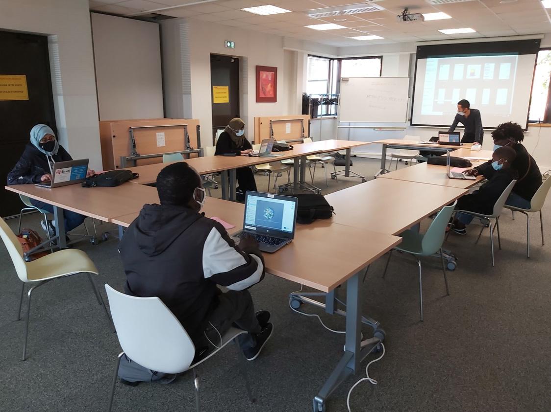 Participants du PLIE en formation informatique